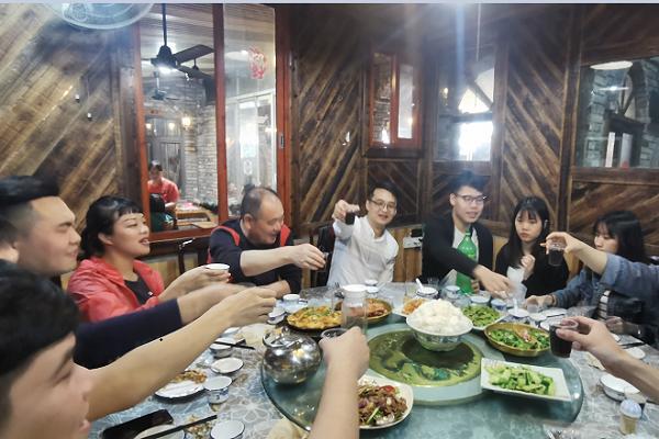 共同举杯再次庆祝老鬼谷APP上线.png
