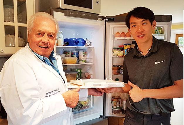 德国老板Horst Veith(左一)与中国区CEO欧总(右一)